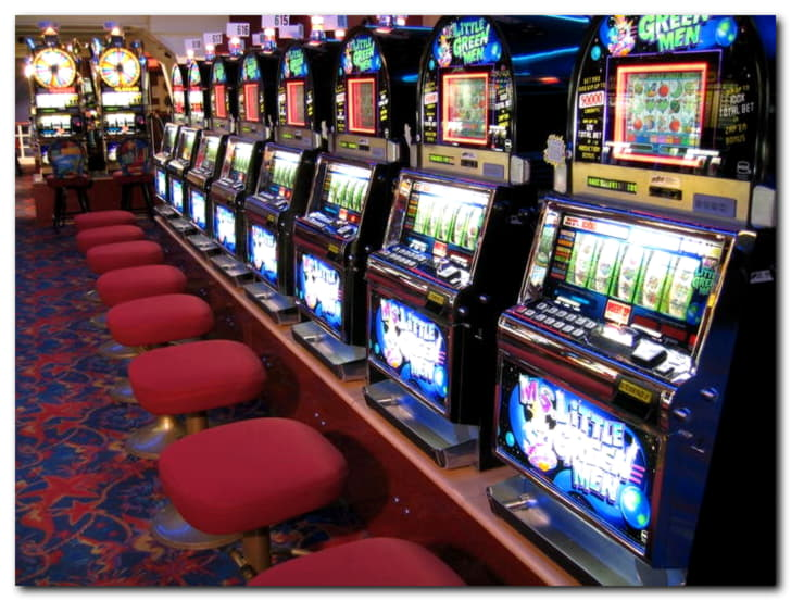 EUR 545 Daily freeroll slot tournament at 888 Casino